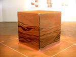 Cubo de vidro com terra. Foto: Ismar Curi.